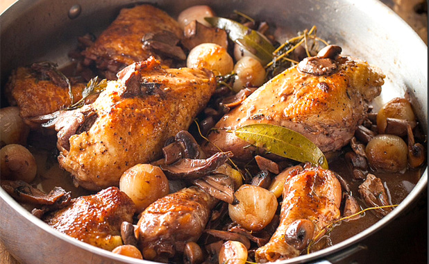 Roasted chicken with fresh herbs, garlic and pearl onion