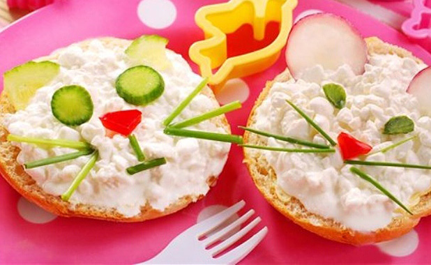 Cottage cheese cat & mouse crackers