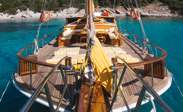 Luxury boat holidays for large groups in the Greek islands