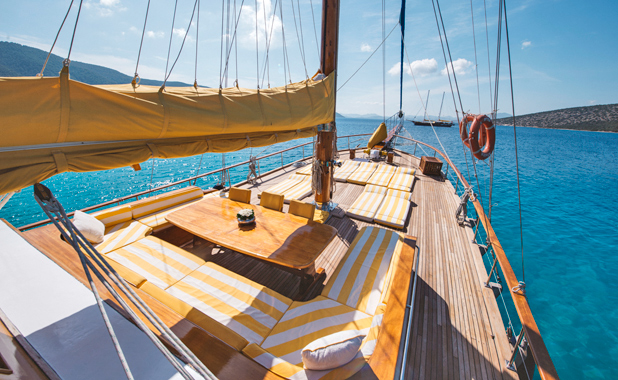 Private family sailing vacations in the Aegean & Mediterranean