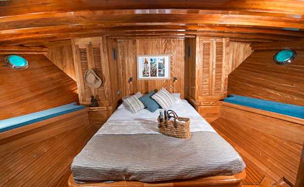 Large cabin for private charter sailing holidays in the Aegean