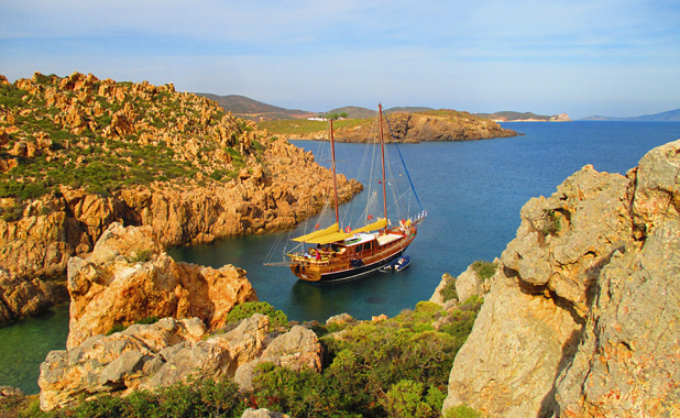 Luxury yacht cruise holidays in Greek Islands & Turkey